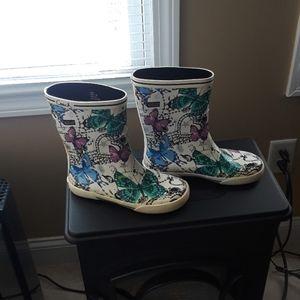 Winter rain boots...like New.
